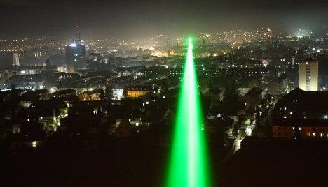 Pilots and politicians call for laser ban
