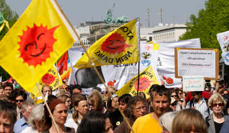 Thousands march for nuclear-free peace