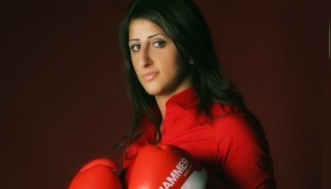 Women's boxing champ shot by stepfather