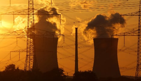Plane crashes pose threat to nuclear plants
