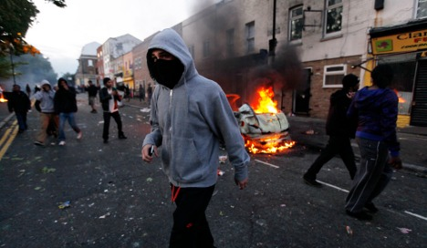 Germany warns citizens about UK riots