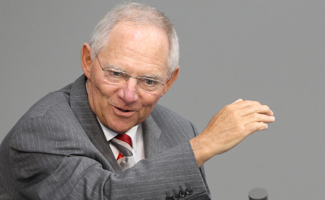 Schäuble says Greece will need a decade to recover, criticises Italy