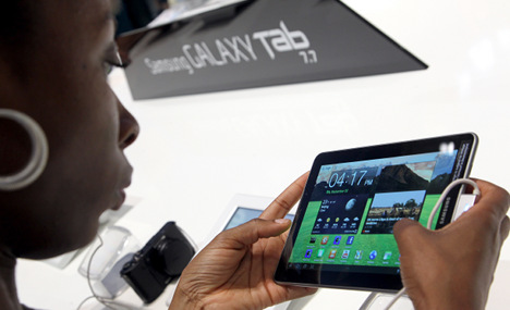 Samsung withdraws tablet from fair after Apple complaints
