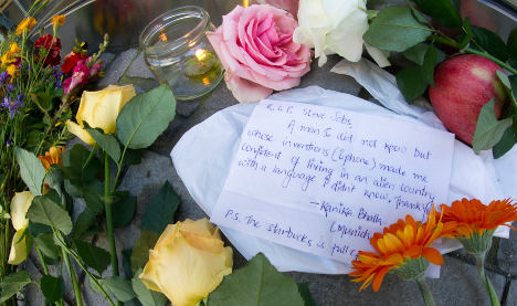 Germans remember Steve Jobs with flowers at Apple shops