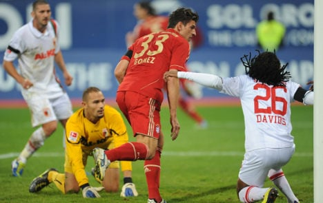 Bayern stay on top with battling win