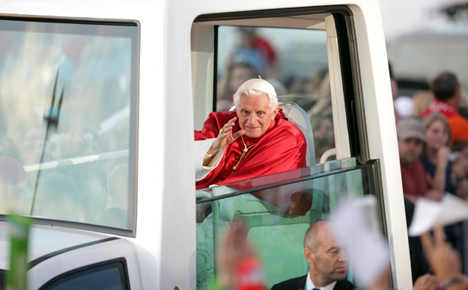 Pope sued for not wearing seat belt