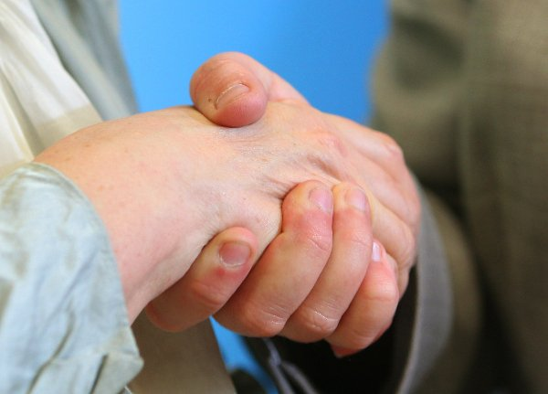 Shaking hands<br>Many southern Europeans would think nothing of saying hello with a kiss. Germans, however, shake hands. Uncomplicated and with minimal margin for embarrassment, the humble handshake is exchanged between friends and strangers alike.Photo: DPA