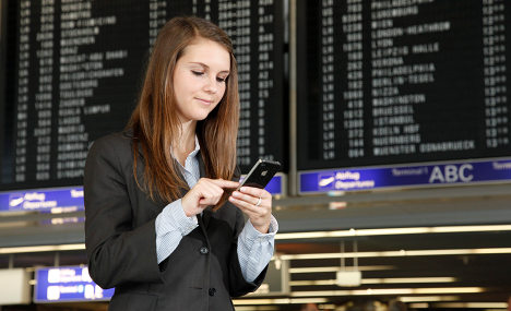 Airports still stingy with their wireless internet