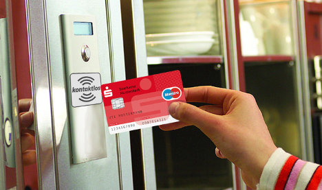 Banks test touch-free payment cards