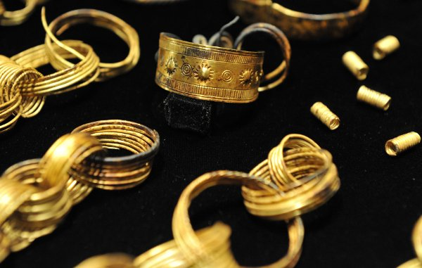 The more than 100 pieces consist of everything from bracelets to rings.Photo: DPA