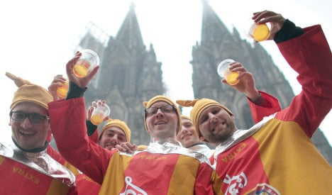 Carousing at Cologne carnival - now in English