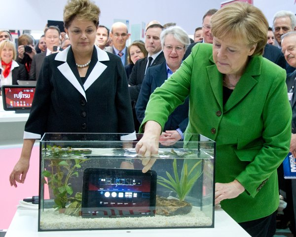 Rousseff then looked on doubtfully as Merkel went and dipped a tablet computer into a fish tank. The chancellor didn't care though.Photo: DPA