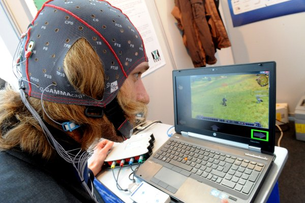 Soon, gamers will control games with their eyes. And human society will finally be over.Photo: DPA