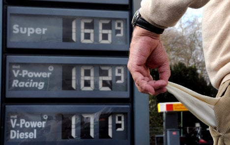 Government tackles holiday petrol price hikes