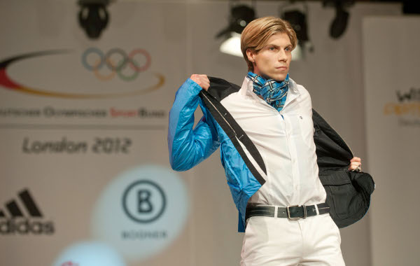 Fencer Peter Joppich wasn't too taken with his blue number though.Photo: DPA