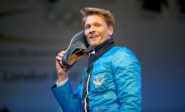 Hallo? It's London calling. This athlete reckons he's a shoe in for gold.Photo: DPA