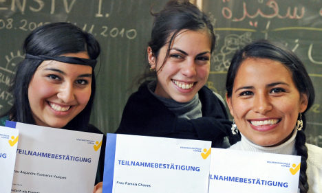 Greeks and Spanish flee to Germany in job hunt