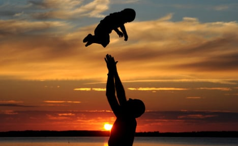 Cabinet to strengthen single dads' rights