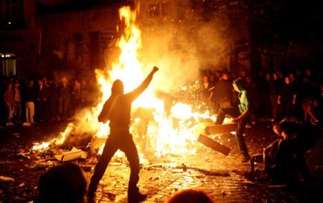 Man stabbed trying to put out Hamburg riot fire