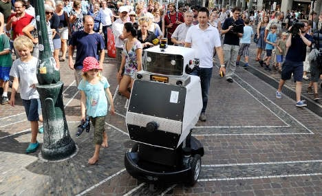 Robot can do shopping – if there are no steps