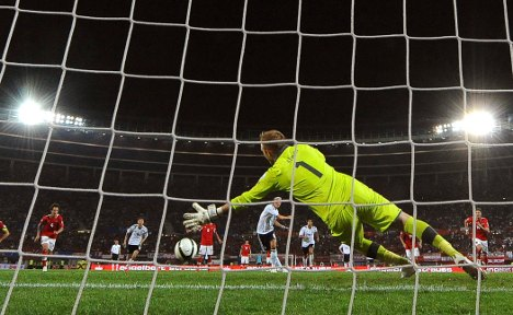 Germany still out of sorts, beat Austria 2-1