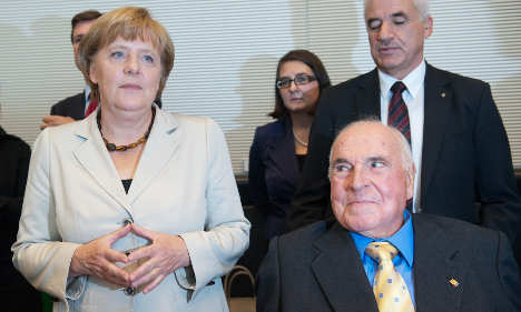 Kohl pays historic visit to conservative MPs