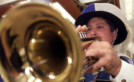 Busker bashes passenger with trumpet