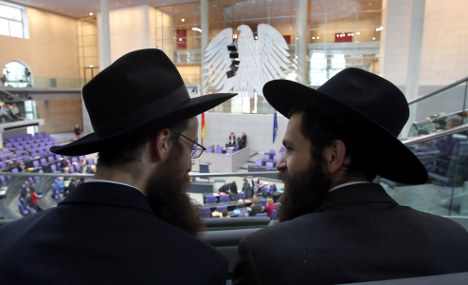 Parliament adopts law allowing circumcision