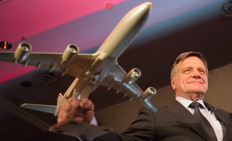 Air Berlin waves goodbye to CEO Mehdorn