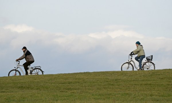 Germans like bikes, so if you are confident enough to mix a few Rieslings with two wheels, go to a date on your bike, as they likely will too. It's the helmet dilemma - risk arriving with squashed hair or getting brain damage when falling off on the way home?Photo: DPA