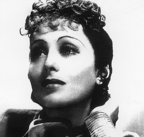 Luise Rainer – Best Actress in a Leading Role<br>German-Jewish Rainer was the first woman to win two Oscars and the first actor to win an award in consecutive years. Born in 1910 she won the Actress in a Leading Role award in 1938 and 1939 for her appearance in The Great Ziegfeld and The Good Earth. While her acting career failed to progress further than this, Rainer is still going strong at 103 years old. Photo: DPA
