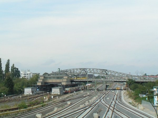 Bösebrücke<br>Now: These days, even a tram line runs over the massive riveted steel construction that connects gentrified Prenzlauer Berg with the scrappier Wedding district.Photo: Wikipedia Commons
