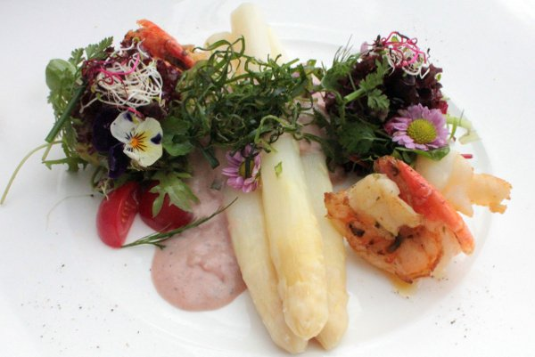 Culinary pleasures <br>There are some pretty innovative asparagus recipes and many restaurants offer special dishes, like this one, garnished with what looks like flowers and weeds.Photo: DPA