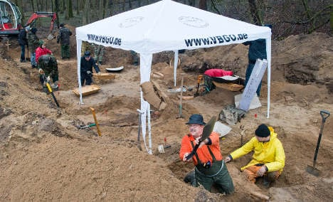 Volunteer group uncovers WWII graves