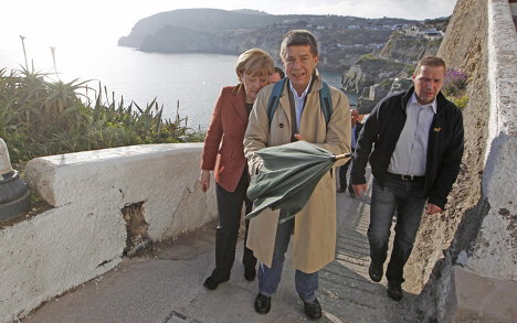 Merkel angry at paparazzi swimsuit shots in Italy