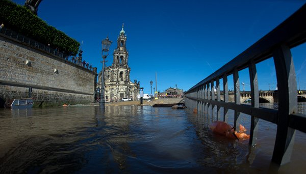 Dresden<br>The Elbe river creeping up towards some of the city's most historical buildings.Photo: DPA
