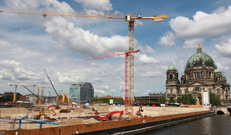 Berlin begins costly palace reconstruction