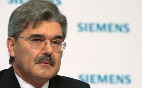 Troubled Siemens ditches chief
