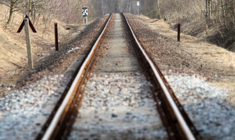 Police warn of deadly train track photo trend