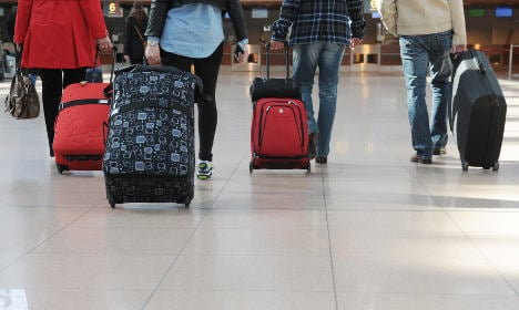 Town pays refugees to haul luggage
