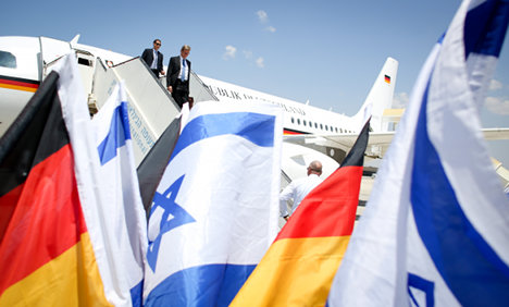 Foreign minister supports Israel talks