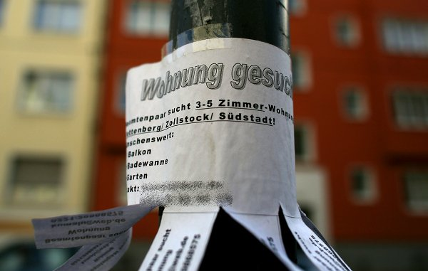 DO be an active flat hunter. Put adverts up – on lamp posts, on walls, on the internet – you never know who might approach you with a good offer. Photo: Photo: DPA