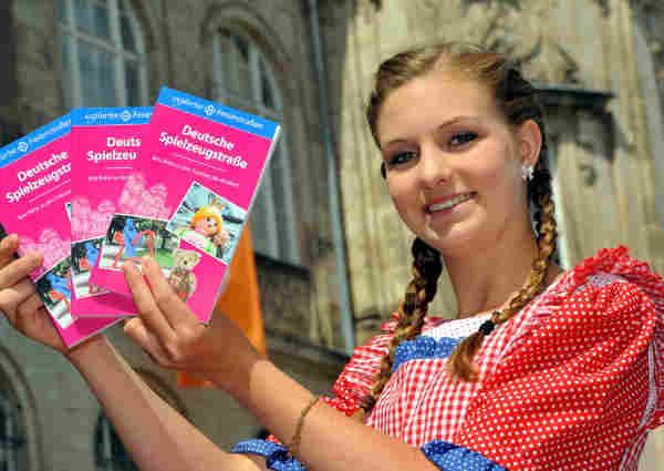 <b>Tour guide:</b> Tour guiding is a great way to get to know a new city and earn money. There are tour firms in the major German cities looking for English-speaking tour guides. Photo: DPA