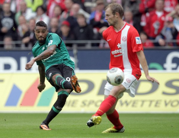 Mainz 0-1 Schalke 04<br>New signing Kevin Prince Boateng guides the ball into the far corner to seal an away victory for Schalke.Photo: DPA
