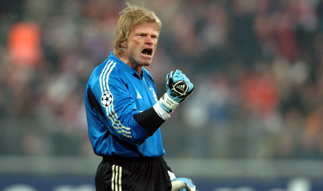 Kahn to gay footballers: 'Don't come out'