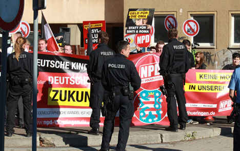 Neo-Nazi party must take down election posters