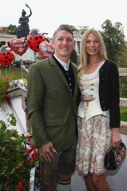Midfielder Bastian Schweinsteiger poses with girlfriend Sarah Brandnder in front of Munich monuments, the Bavaria statue and the Hall of Fame.Photo: DPA