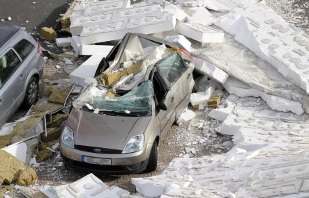 The car caught under the collapsing building facade in Göttingen on Monday.Photo: DPA