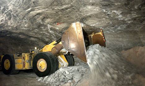 Explosion kills three miners, four rescued