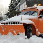 A VW Beetle with a snow plough fixed to the front attempts to clear the way in Hesse.Photo: DPA